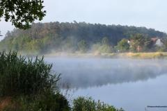 Dampfender-Kanal-in-der-Sonne